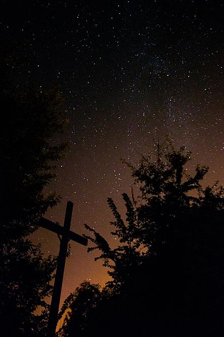 Nocne niebo nad górą Chełm, fot. Konrad Kubuśka